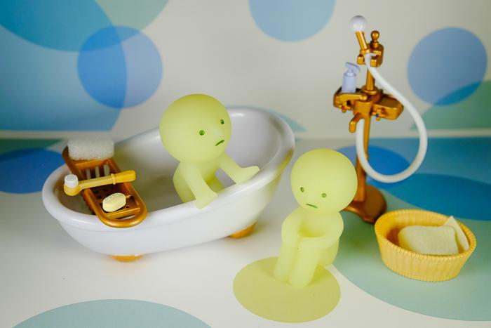 ツバキアキラが撮ったスミスキーの写真。シャワーを浴びながら、瞑想しているスミスキー。