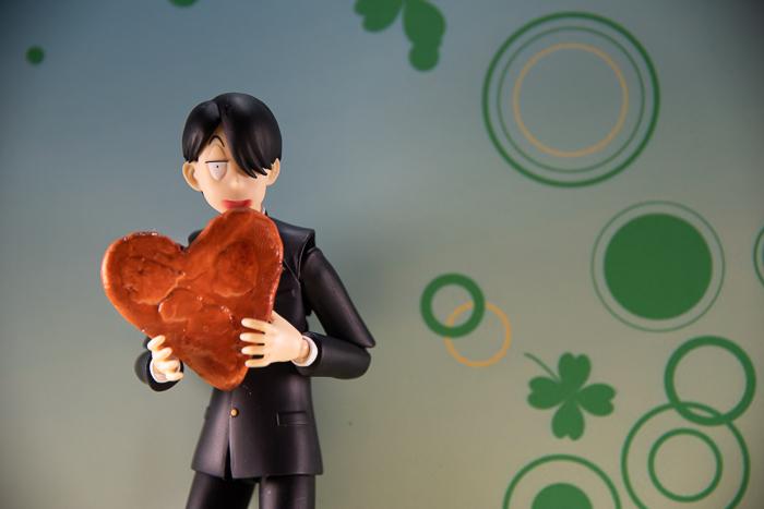 ツバキアキラが撮った、figma、R・田中一郎。バレンタインデーに、さんごとしいちゃんから、ハート型のおにぎりと、おせんべいを貰った、あ〜るくん。