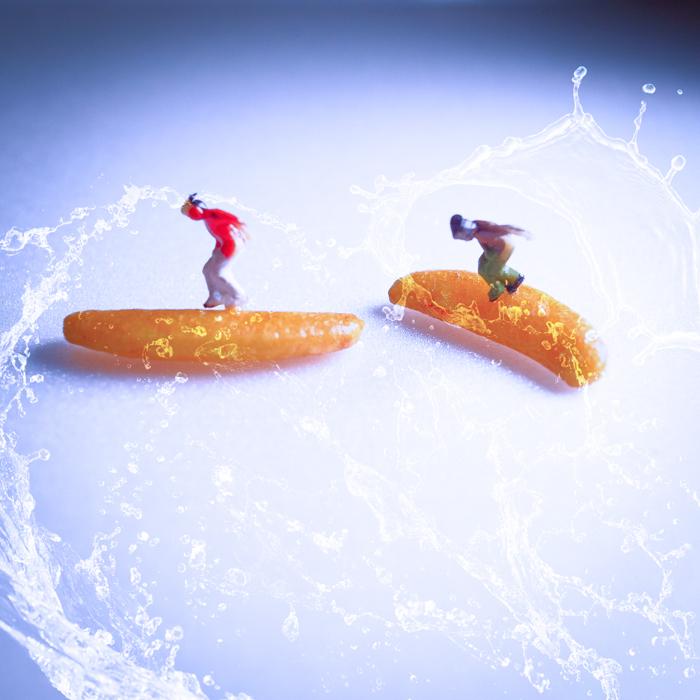 ミニチュア・ヒト写真、サーフィンもしくはスノーボード