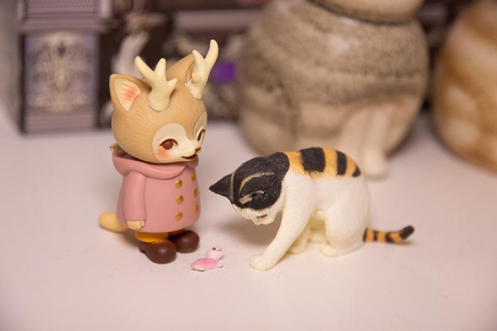 ツバキアキラが撮った、VAG・MORRIS、通称・つのねこ。猫さんから、小さな亀ちゃんを貰ったつのねこ・ピンクちゃん。