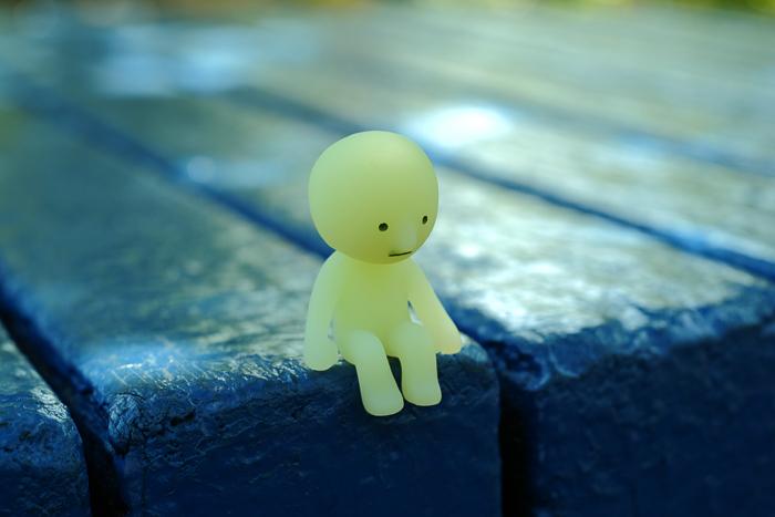 ツバキアキラが撮ったスミスキーの写真。夏の終わりを感じて、ちょっとセンチメンタルな気分になっているスミスキー。